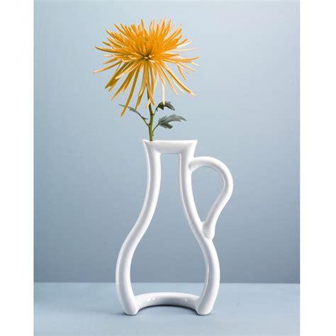 design a flower vase outline vase from mocha