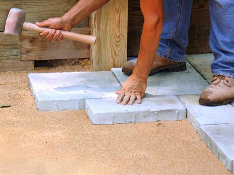 How To Lay Paver Patio Building A Paver Patio How Tos Diy