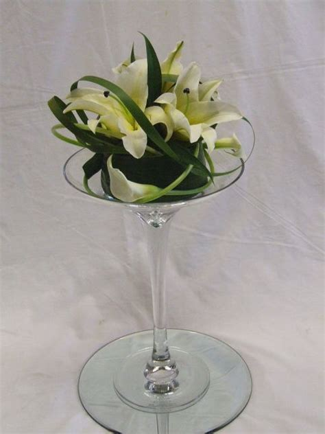 Glass Flower Vases Centerpieces by Best 20 Vase Arrangements Ideas On Flower Arrangements Flower Bag And Masonic Store