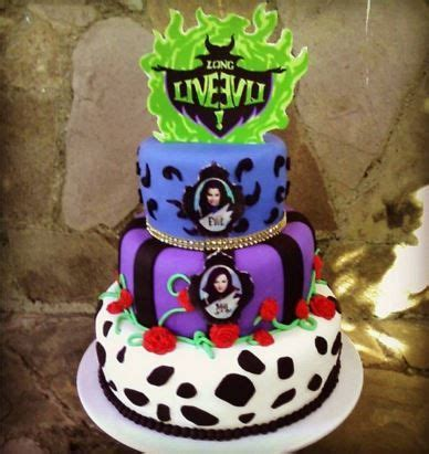 best 25 descendants cake ideas on disney descendants cake lilys 7th birthday descendants cake 10th birthday birthday