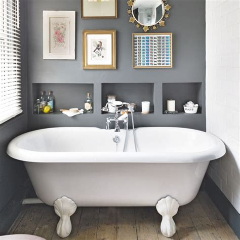 period bathrooms ideas how to hang pictures