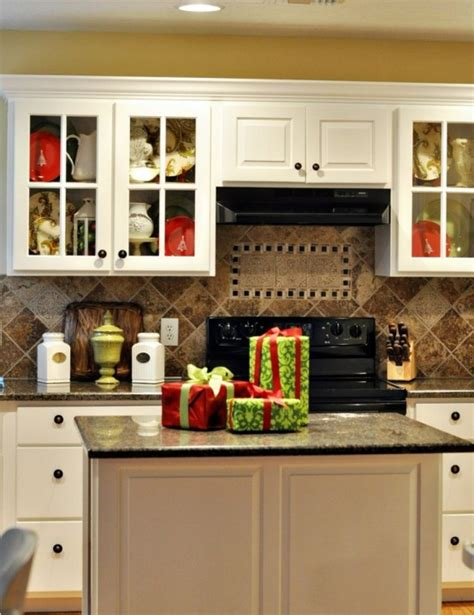 Attractive How To Decorate Top Of Kitchen Cabinets For Christmas #2: Cozy-christmas-kitchen-decor-ideas-30-554x719.jpg