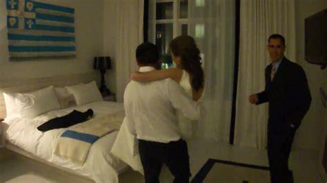 imagenes mamonas de recien casados fabri y emily recien casados ingresan a hotel de noche de
