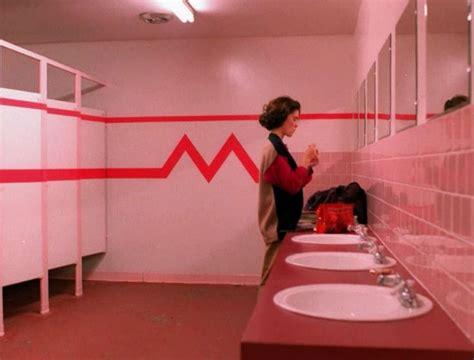 twin peaks bathroom lara flynn boyle as donna hayward twin peaks dream
