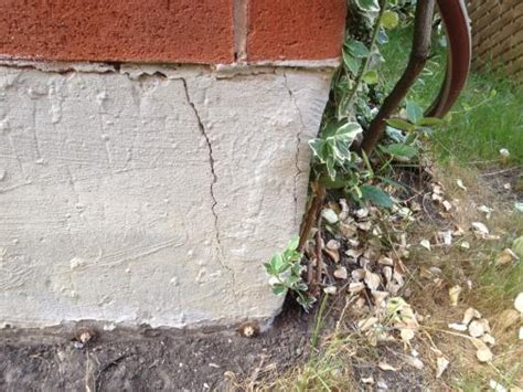Crack Near Corner Of Foundation Doityourself Com