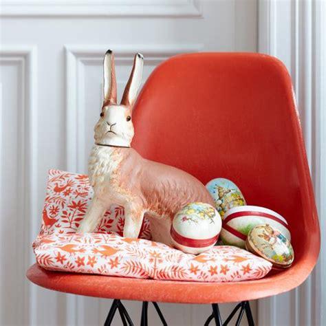 gedrehter stuhl deko mit hasen bild 15 living at home