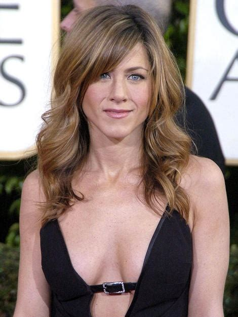 jennifer aniston triangle bangs jennifer aniston bangs colour lovely locks