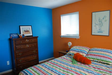 How To Paint Two Colors Combination On A Wall Using