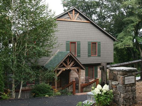 10 amazing tiny vacation rentals homeaway blowing rock s finest rental home amazing homeaway
