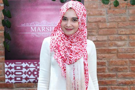 tutorial pashmina hitam gaya hijab ala zaskia sungkar tutorial pashmina by anita