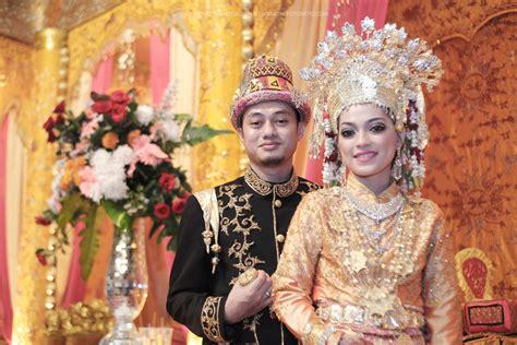 Foto Baju Pernikahan Adat Betawi baju pengantin pada pernikahan adat aceh