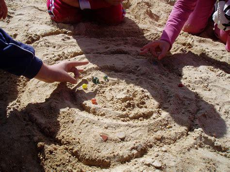 imagenes niños jugando a las canicas las canicas minigranada