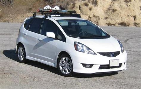 yakima roof rack with snowboards for the honda fit