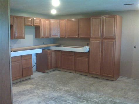 lowes kitchen cabinets in stock lowes in stock cabinets lowe s home improvement kitchen