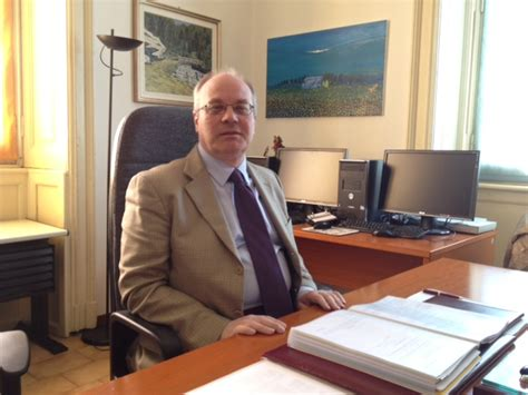 ufficio giudice di pace abuso d ufficio e molestie sessuali arrestato il giudice