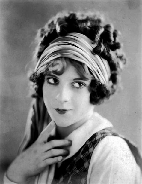 chelsea s style tips evolution of hairstyles 1910 s 1920 s 53 best costume ideas images on pinterest renaissance