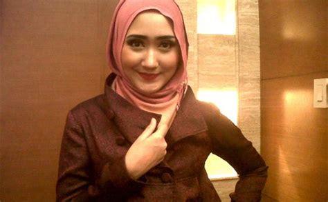 short biography dian pelangi nuga co dian pelangi sukses menggaet hijabers