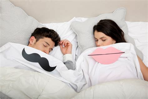 guys sleeping in the same bed study shows men burn more calories than women during sex
