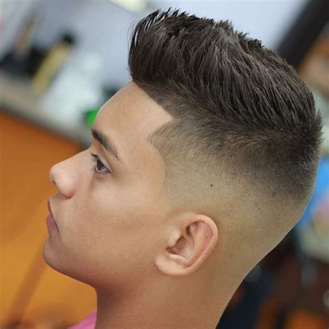 peinados corto hombre peinado con flequillo y pelo rapado hombre peinado peinado
