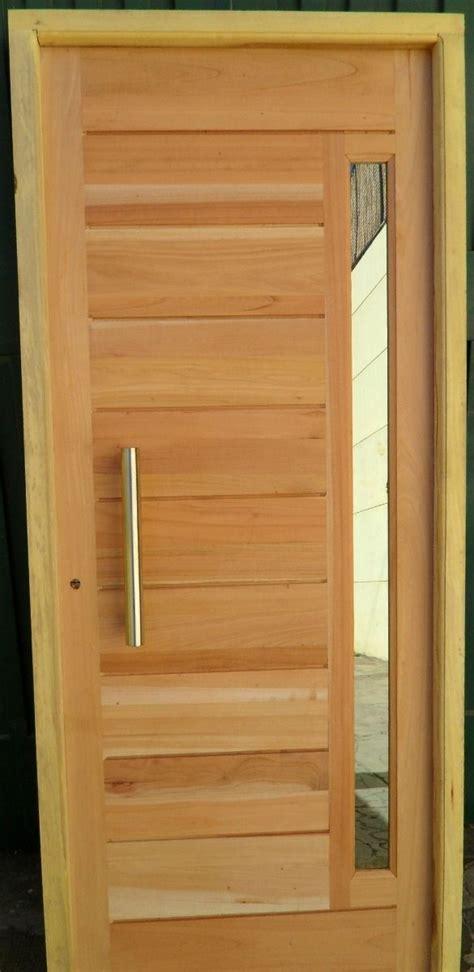 puerta de madera en cedro  barral  vidrio