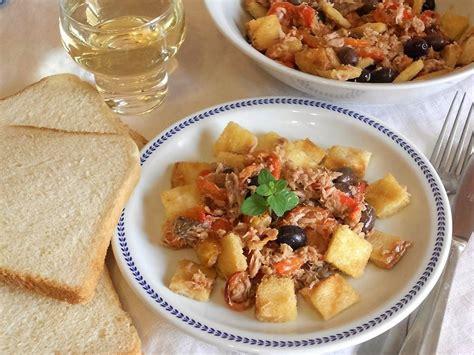 cucinare tonno insalata di tonno e peperoni con crostini cucinare it