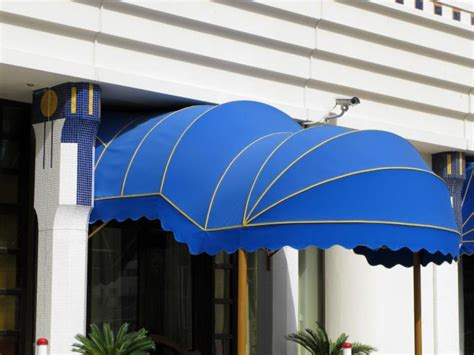 businesses that benefit from commercial awnings