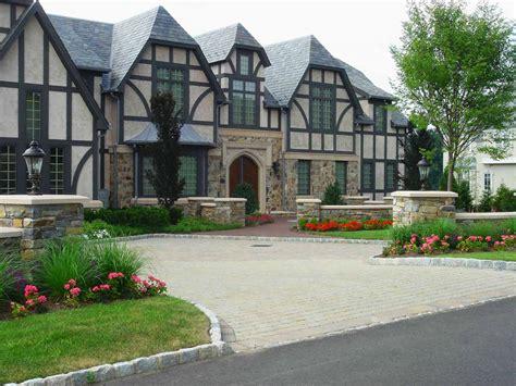 Cresskill Nj Driveway Design And Landscaping Decobizz Com House Driveway Designs