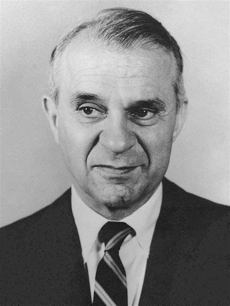 Wassily Leontief - Wikipedia