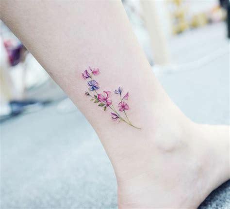 tatuaggi sul piede fiori 1001 idee per tatuaggi caviglia disegni da copiare