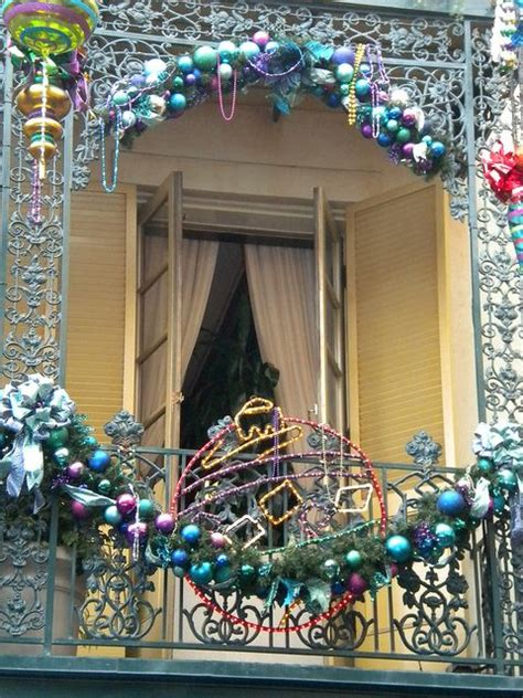 cool christmas balcony decor ideas digsdigs