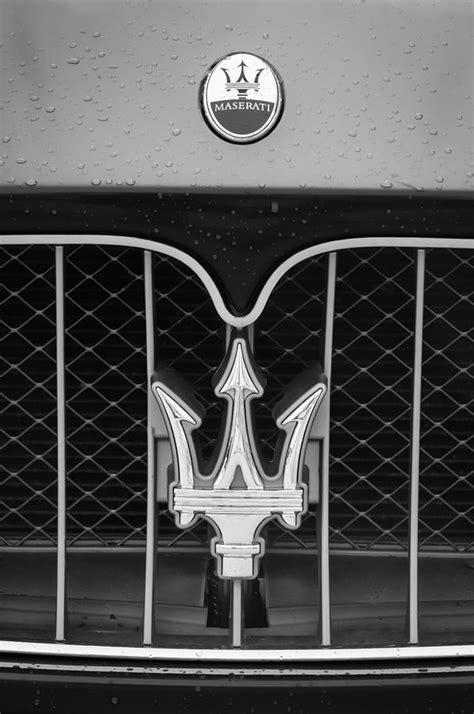 maserati grill emblem 2010 maserati grille emblem 0556bw photograph by jill reger