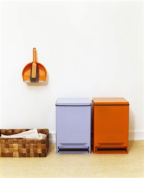 contenitori per raccolta differenziata in casa idee per organizzare gli spazi in casa per la