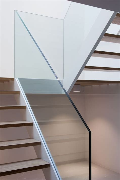 Stair Banister Glass by Best 25 Glass Stair Railing Ideas On Staircase Glass Glass Stair Panels And Glass
