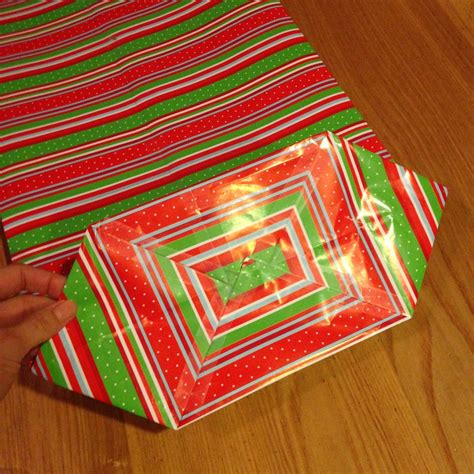 Wrapping Paper Folding Techniques - how to make a gift bag out of wrapping paper happy