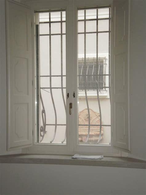 finestra con scuretti interni falegnameria nuova pretolani