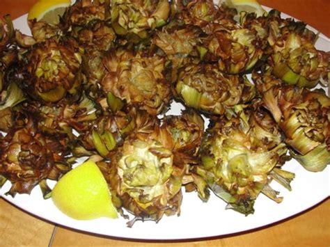 cucinare i carciofi romaneschi ricetta carciofi romaneschi alla giudia ricettecucinare