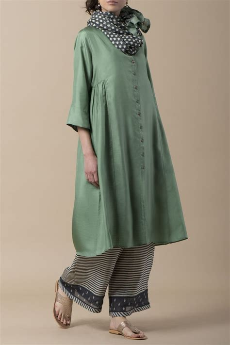 Laila Button laila sabreena kurta in silk with embellished buttons