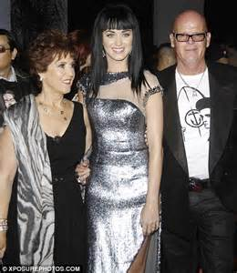 katy perry biography her family katy perry tells vanity fair about fight to escape her