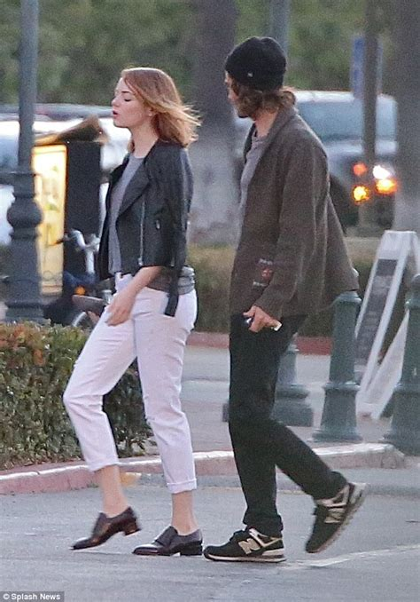 emma stone dad emma stone and andrew garfield fuel reunion rumours with
