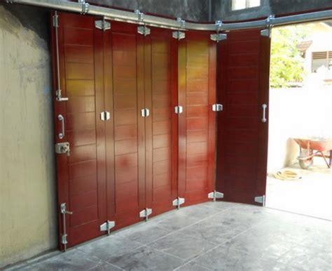 gambar desain pintu garasi lipat unik terbaru