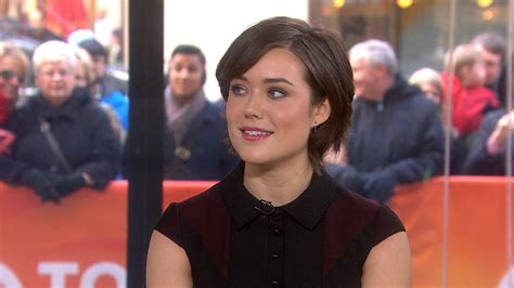 did james spader wear a wig blacklist star megan boone deals with hairy situations
