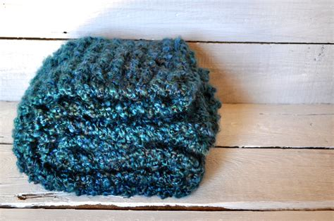 knitting pattern homespun yarn chunky knit scarf and tips for working with homespun yarn
