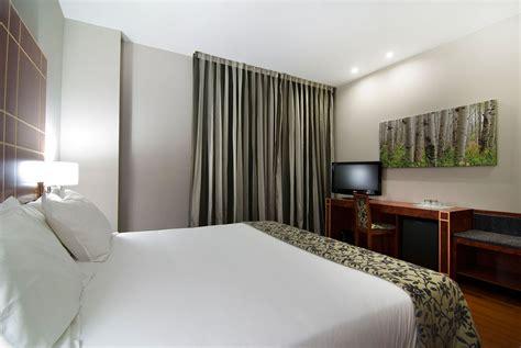aragon room rooms at the silken reino de arag 243 n hotel in zaragoza