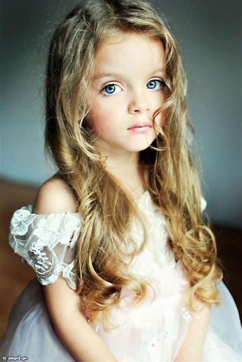 litle child model milanna kurnikove a russian child model photography