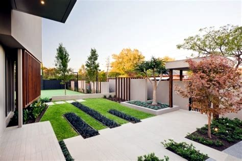Landscape Garden Balanced Minimalist Design Style Cos Minimalist Garden Ideas