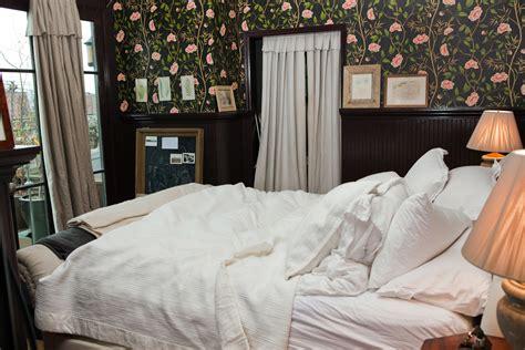 gucci wallpaper for bedroom gucci bedroom wallpaper bedroom review design