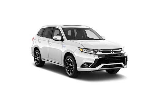 White Compact Crossover Mitsubishi Outlander 2018