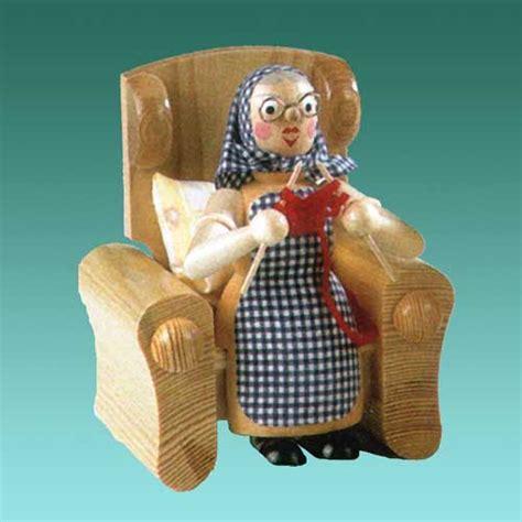 oma und opa saßen auf dem sofa r 228 ucherfiguren oma opa geschenkestube seiffen