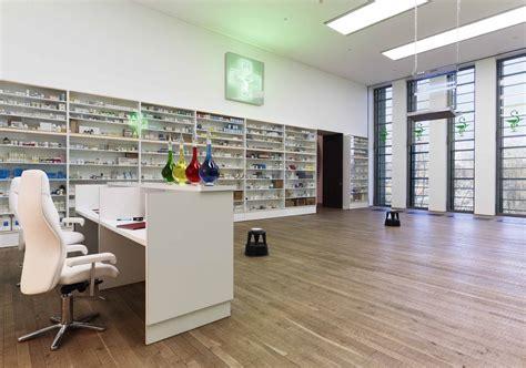 layout apotek modern damien hirst pharmacy 1992 artribune