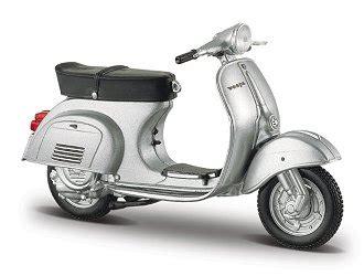 Diecast Vespa 1968 maisto 1 18 vespa 125 diecast model motorcycle 39540 125p s